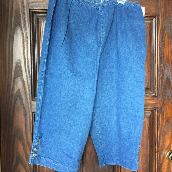 New Croft /& Barrow Womens Pull On Elastic Waist Khaki Blue Capris Size 2X 3X